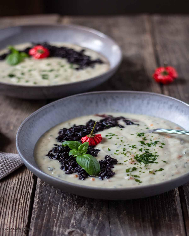 Blumenkohlsuppe-mit-schwarzem-Reis