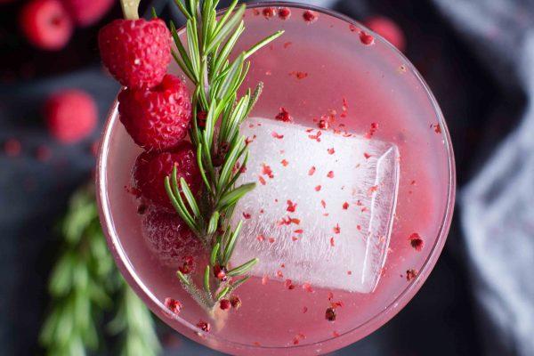 Fruchtiger Granatapfel-Himbeer Cocktail
