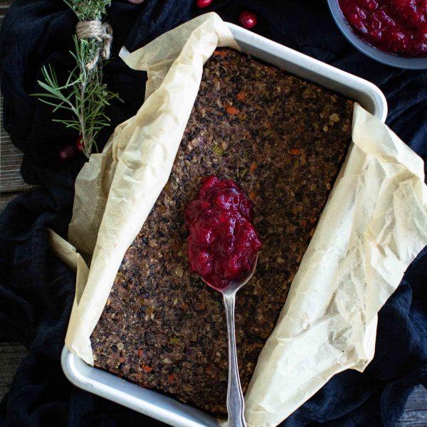 Veganer Linsenbraten mit roter Glasur