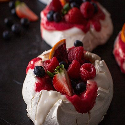 Easy Vegan Mini Pavlova